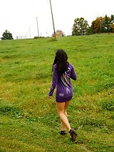 16 pictures - Naughty babe pees alfresco during countryside walk